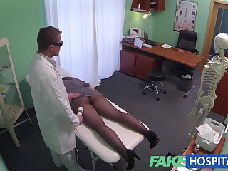FakeHospital G spot rub down gets hot brunette wet