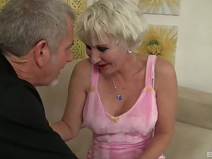 horny dude the feeling weaknees and desire for blonde milf Dalny Marga