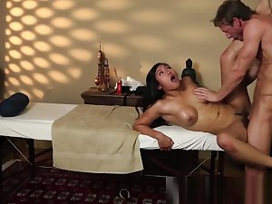 Glamorous asian babe screwed by her masseur