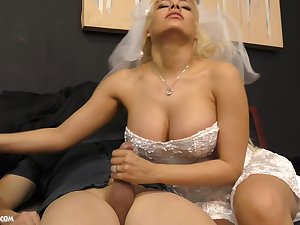 Busty blonde bride Luna Luminary wants to satisfy will not hear of follower groupie with a handjob