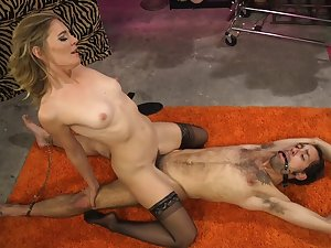 Mature blonde Mistress Mona Wales plant her awe-inspiring beyond a male sub
