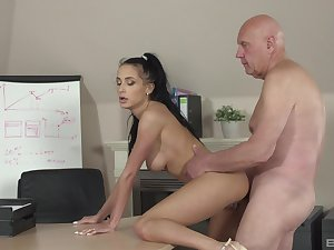 Powdery hottie Nicole Love gives it up with an older guy within reach the office