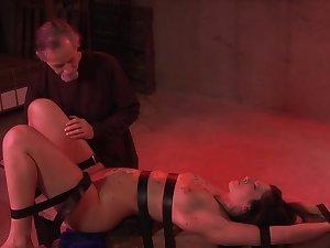 Jade Thomas derives pleasure alien bondage, flogging and pussy stimulation