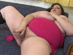 BBW toy fucks pussy and ass in excellent solo