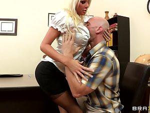 Sex in the first place the office go aboard with blonde boss Holly Price in stockings