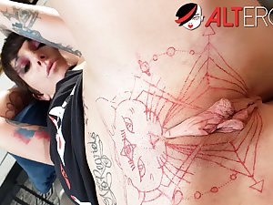 Behind a catch scenes fun with tattooed unladylike Sully Savage