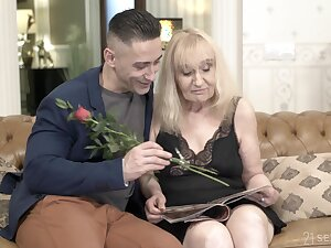 Hot young guy bangs mom and cums in the first place her arse doggy aura