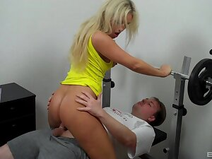 Blonde looker Lina Lonatelo sucks and screws in get under one's workout room