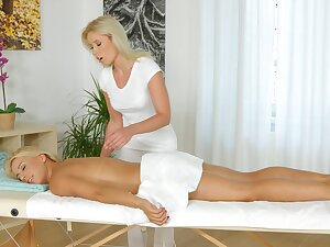 Masseuse pleases young blonde with soft oral XXX
